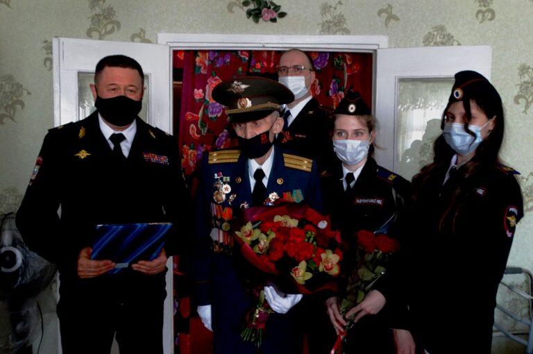 «Стояли под пулями в ледяной Волге»: 97-летний участник Сталинградской битвы отметил день рождения