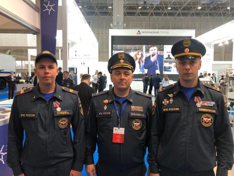 Одного – посмертно: президент наградил волгоградских пожарных за отвагу при тушении АГЗС