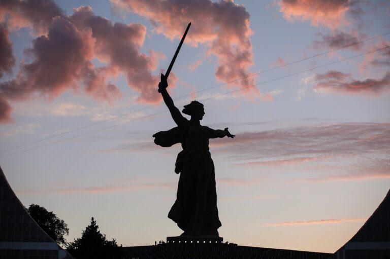 «После увольнения они меняют мнение»: в Волгограде чиновники скрывают проект застройки земли у Мамаева кургана