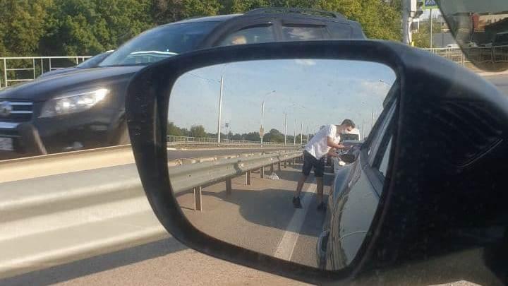 Под Волгоградом водителей в пробке агитируют за строительство трассы в Волго-Ахтубинской пойме