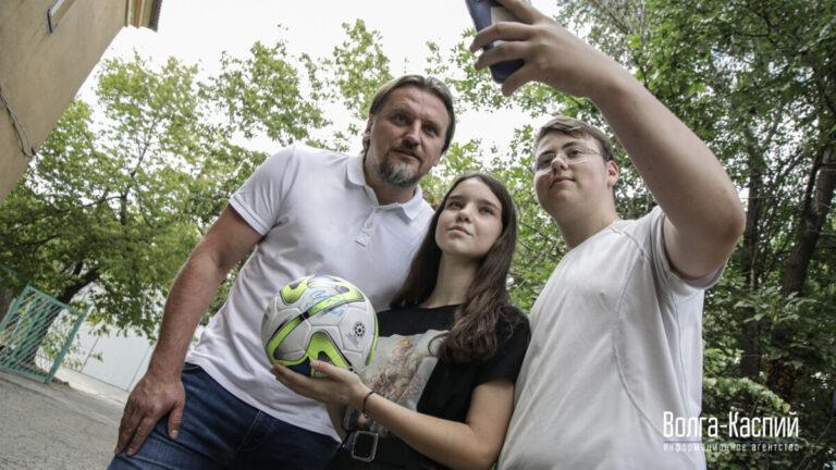 «Государство должно больше помогать детям»: известный футболист Дмитрий Булыкин посетил Дом милосердия в Волжском