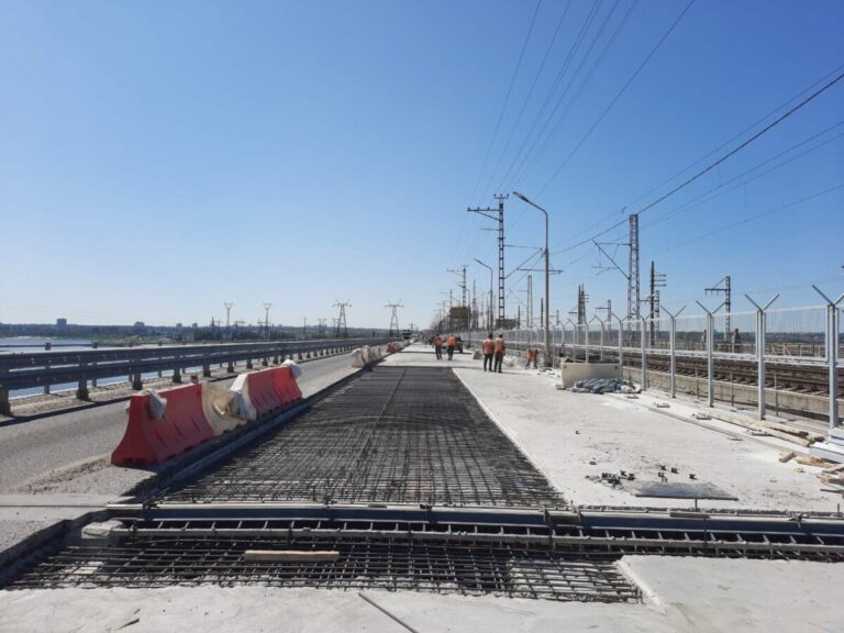 Асфальтируют последний участок: на Волжской ГЭС завершается дорожный ремонт