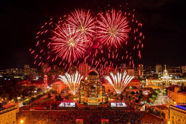 День открытия собора Александра Невского в Волгограде завершился салютом и концертом